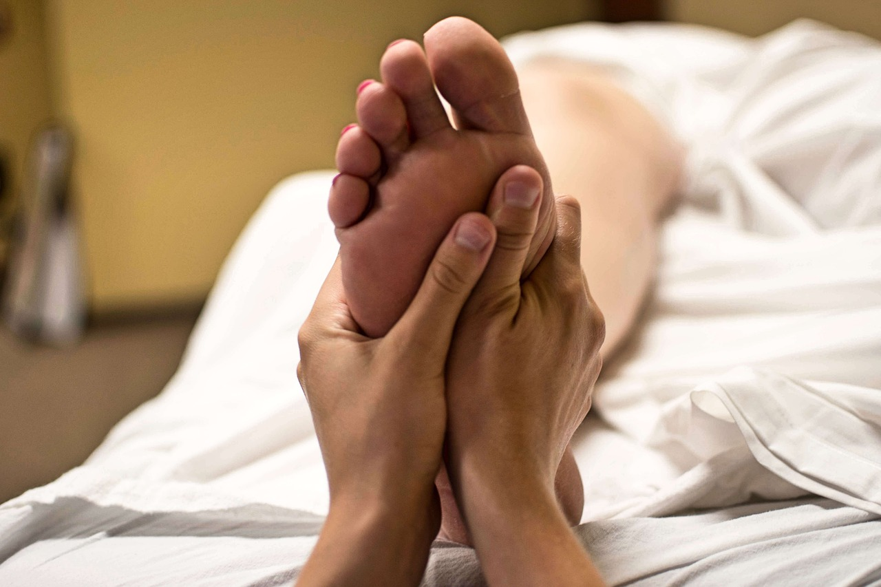 royal massage treatments - foot massage