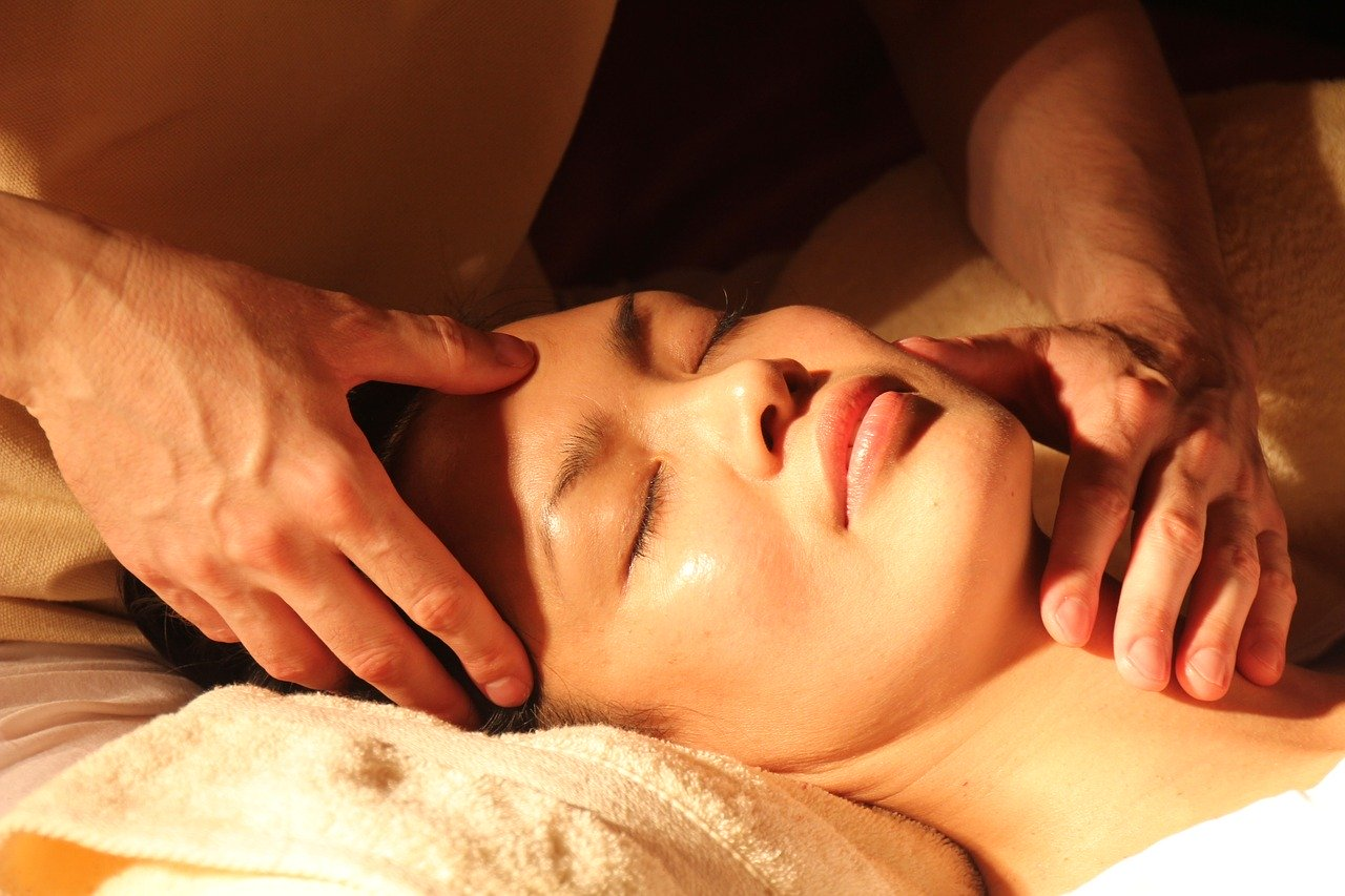 royal massage treatments - back and neck massage
