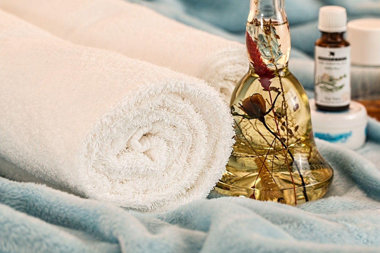 royal orchid thai massage - aromatherapy